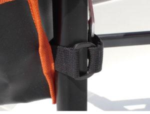 BM-FCS-ST_web06_ポケットの舞い上がり防止ベルト