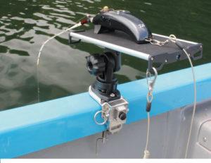 BM-WR-SET-RMR_web01_ワカサギリール台(レンタルボート用万力)使用例